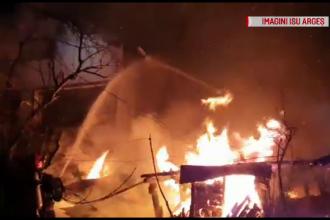 Incendiu violent la o gospodările din Argeș. De la ce a pornit focul