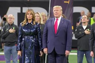 Gestul soției lui Donald Trump când a fost luată de mână de către acesta