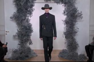 Givenchy și-a prezentat colecţia de toamnă, la Săptămâna modei de la Paris