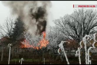Incendiu violent în Alba Iulia. Proprietarul a suferit un atac de panică