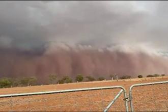 Imagini spectaculoase în Australia. Un oraș a fost înghițit de o furtună de nisip