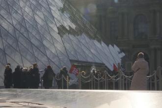 Motivul pentru care mii de turiști nu au putut vizita vineri muzeul Luvru