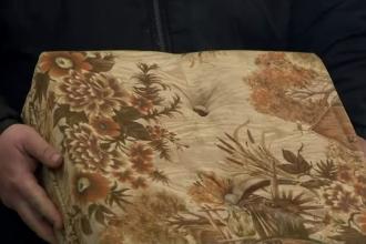 Comoara ascunsă într-o canapea cumpărată de la un magazin de vechituri