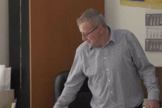 Primarul comunei Șotrile, acuzat de pornografie infantilă, rămâne în primărie