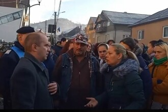 Profesor de sport încătușat în fața elevilor, la Bistrița. De ce este acuzat