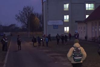 Firma care a făcut dezinsecția la liceul din Arad a folosit o substanță interzisă în România