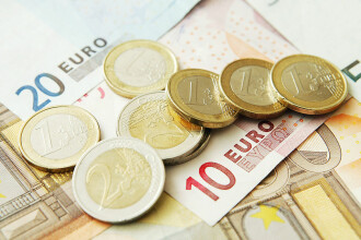 Euro sparge pragul de 4,8 lei la BNR, cel mai ridicat nivel din istorie
