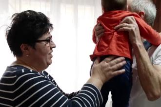 Cât câștigă un asistent maternal în România. Sunt disponibile mii de posturi în țară