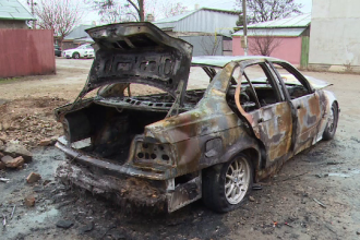 """Și-a cumpărat mașină, după care i-a dat foc în direct pe internet: """"M-am plictisit de ea"""""""