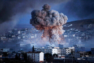 Rusia bombardează violent o regiune din Siria. Cel puțin zece oameni au murit