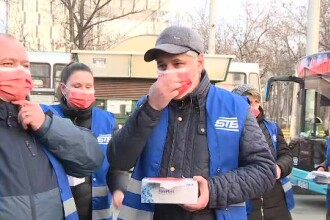STB împarte gratuit călătorilor măști medicale pentru prevenirea răspândirii gripei