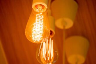 ANRE: Contractele pentru energia electrică pot fi încheiate până la 31 martie