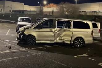 Un angajat Mercedes a distrus cu un excavator 69 de mașini după ce a fost concediat. Pagubele se ridică la 5 milioane de euro