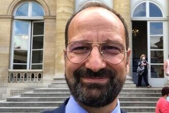 Un medic român a fost decorat de Emmanuel Macron pentru implicarea în lupta cu Covid-19