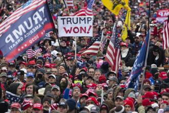 Proteste masive și revolte armate, planificate în SUA în cazul în care Donald Trump va fi demis