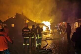 Incendiu violent în Miercurea Ciuc. Sute de oameni au rămas fără case în plină iarnă