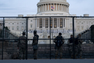 """Asaltul de la Capitoliu, """"una dintre cele mai întunecate zile"""" din istoria SUA. Se cere demiterea imediată a lui Donald Trump"""