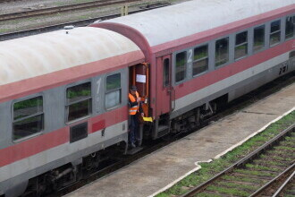 Zeci de trenuri de călători pe ruta Bucureşti Nord - Aeroportul Internaţional