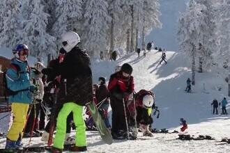 Aglomerația, la ordinea zilei pe pârtiile de schi. Surpriza de care au avut parte turiștii din Poiana Brașov