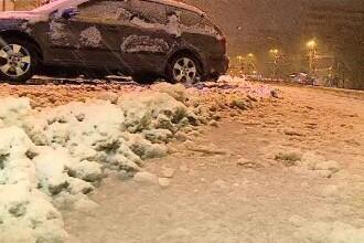 Trafic îngreunat în București din cauza ninsorii. Primăria pune la dispoziție 400 de utilaje de deszăpezire