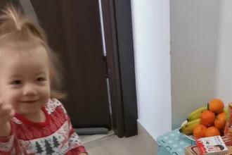 O fetiță de 2 ani din Cluj are o formă rară de cancer. A strâns jumătate din banii pentru operația care i-ar salva viața