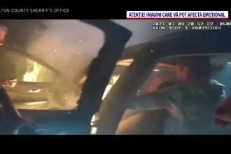 O femeie a fost salvată de la moarte de doi polițiști care au scos-o din mașina în flăcări