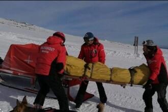 Operațiune de salvare la Sinaia pentru un bărbat care a fost găsit dormind beat pe pârtie, complet acoperit de zăpadă