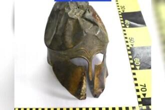 Coif de bronz vechi de 2.500 de ani, ținut în pod de un bărbat din Iași. Valorează o sumă fabuloasă