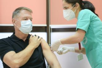 Președintele Iohannis: Vă invit pe toţi să mergeţi să vă vaccinaţi când vă vine rândul