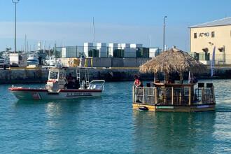 Un bărbat beat din Florida a furat un bar plutitor. Reacția autorităților
