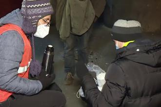 Ajutor pentru oamenii străzii, în cea mai geroasă noapte a iernii. Majoritatea refuză să meargă în centrele sociale
