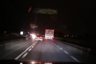 Urmărire în trafic în Vrancea. Un cetăţean străin a lovit o mașină și a fugit de la locul accidentului