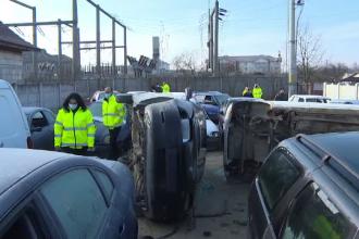 Reacțiile unor bărbați care dezmembrau mașini în curte când a venit Garda de Mediu