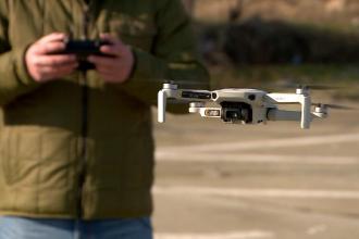 Noi reguli pentru utilizarea dronelor. Posesorii trebuie să urmeze un curs