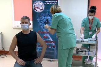 Dan Barna, în tricou negru fără mâneci la vaccinare. Vicepremierul a avut COVID-19