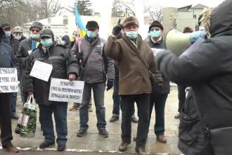 Protest la Galați. Oamenii cer mărirea pensiilor cu 40%.