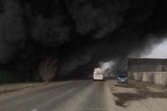 Incendiu de mai bine de 24 de ore la platforma de reciclare de la marginea Buzăului