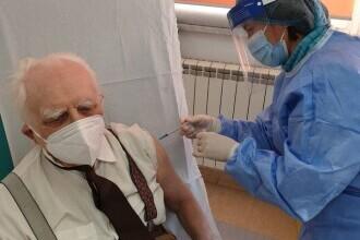 Octavian Leru, veteran de război, s-a vaccinat anti-COVID, la vârsta de 99 de ani