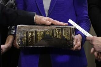 Joe Biden a jurat cu mâna pe o Biblie veche de 120 de ani. Detaliul inedit de pe coperta cărții