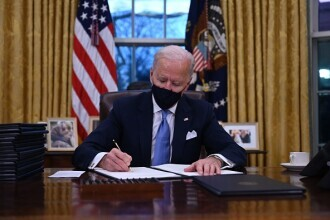 Joe Biden s-a instalat la Casa Albă. Primele 15 ordine executive semnate de noul președinte american