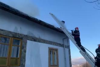 Casă arsă într-un sat din Prahova. Alarma a fost dată de o vecină imobilizată la pat
