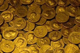 Tezaur de monede, descoperit în Sălaj de un amator cu un detector de metale. Cât valorează