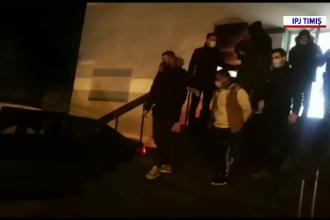 Cinci tineri, reținuți, după ce au jefuit 2 persoane în propria locuință. Au pătruns mascați în casă și înarmați cu un cuțit