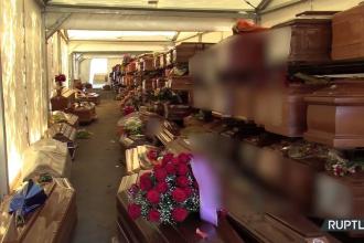 VIDEO. Sute de sicrie, depozitate unele peste altele într-un cimitir din Palermo, în așteptarea înmormântării