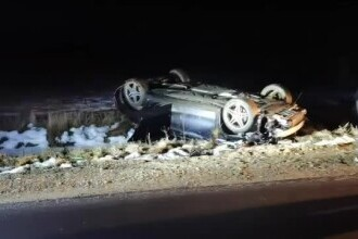 O șoferiță de 25 de ani s-a răsturnat cu mașina. Ea și cei 2 pasageri au ajuns la spital