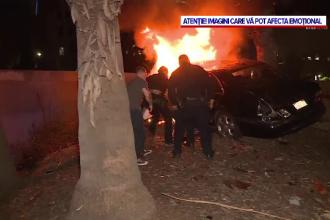 O mașină a căzut de pe un pod și a luat foc, în centrul Los Angelesului