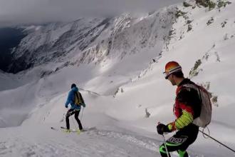 Soluția pentru cei care vor să schieze fără să stea la cozi. Ce este schiul de tură