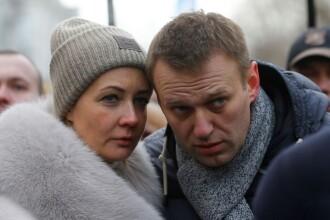 Soția lui Aleksei Navalnîi, reținută în timpul protestelor. FOTO cu aceasta din duba poliției