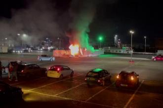 Proteste violente în Olanda față de măsurile drastice. Manifestanții au incendiat un centru de vaccinare