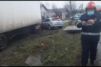 Un TIR a lovit mortal un bărbat care mergea pe marginea drumului